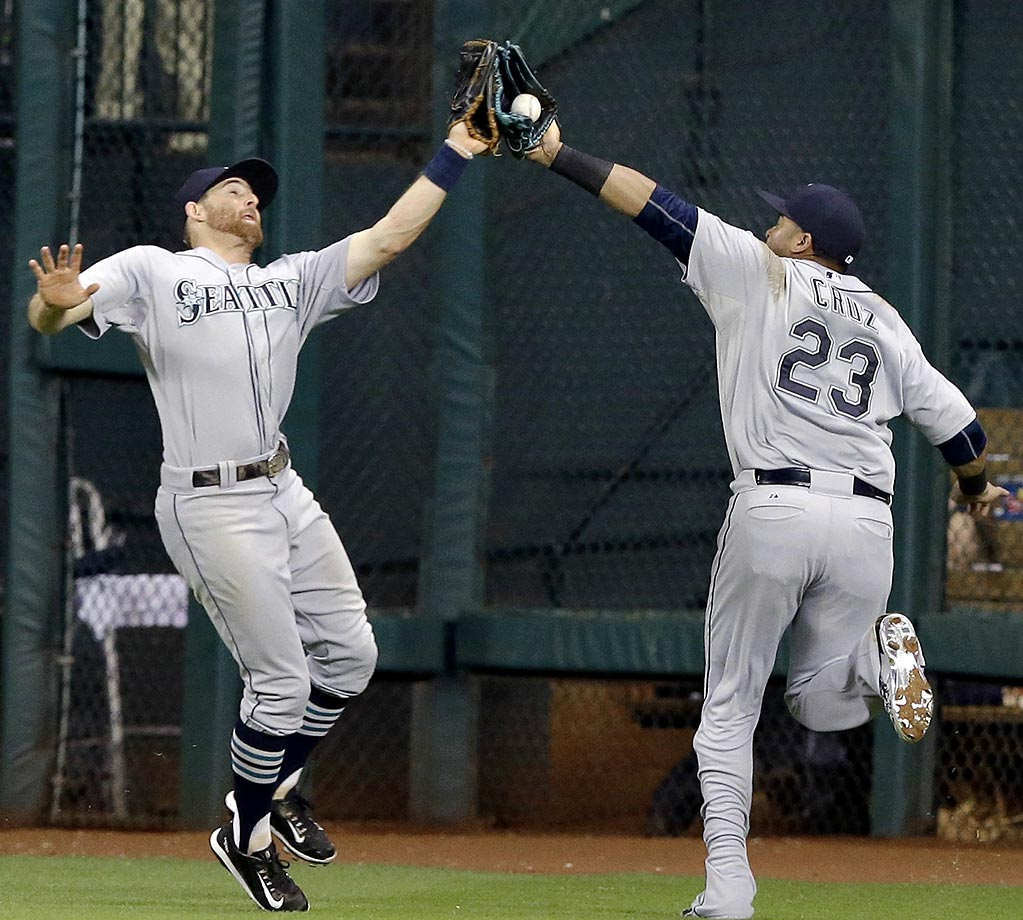 Nelson Cruz of the Seattle Mariners was slightly ahead of Brad Miller to make this catch.