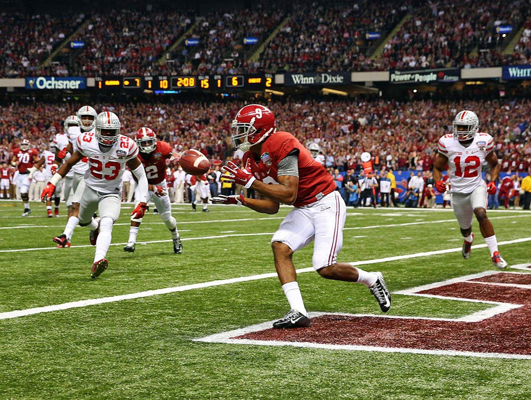 Amari Cooper catches the first of his two touchdowns in the game.