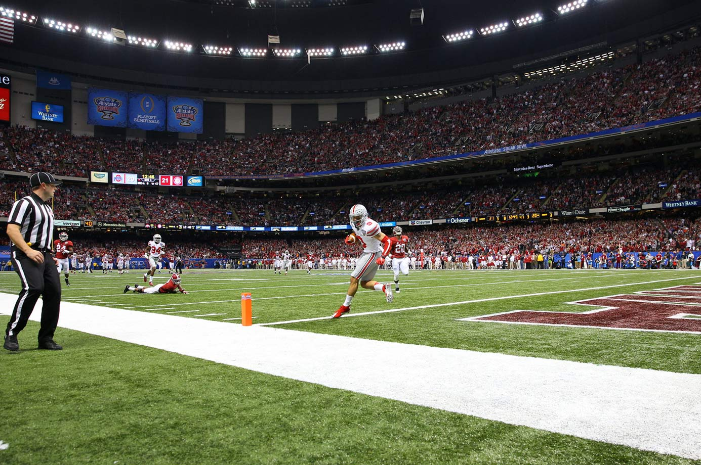Devin Smith scores a 47-yard touchdown reception that put the Buckeyes ahead for good early in the third quarter.