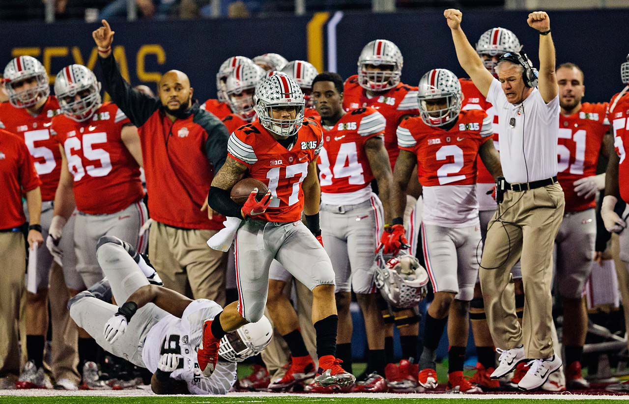 Ohio State receiver Jalin Marshall evades an Oregon defender along the sideline.