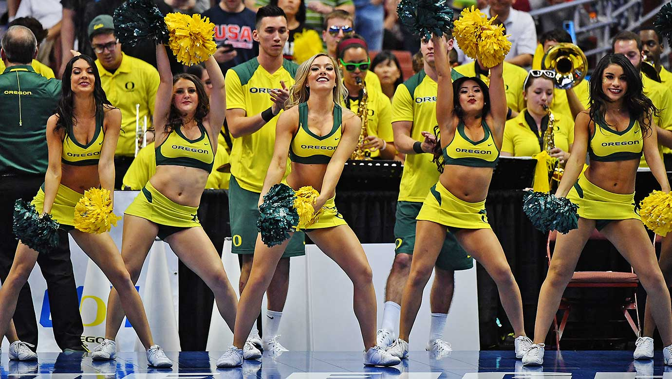 The Oregon cheerleaders perform during the game against Oklahoma.