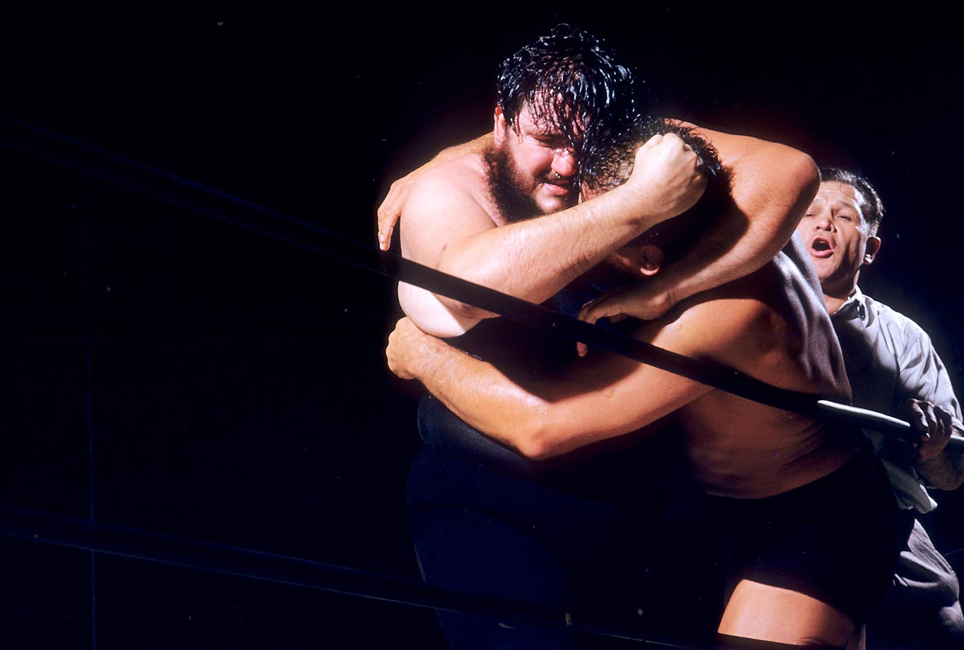 Man Mountain Dean Jr. (left) against Sandor Szabo.