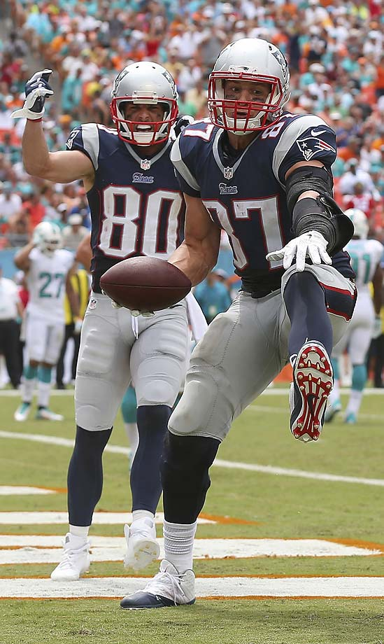 Rob Gronkowski celebrates his second-quarter touchdown as teammate Danny Amendola looks on.