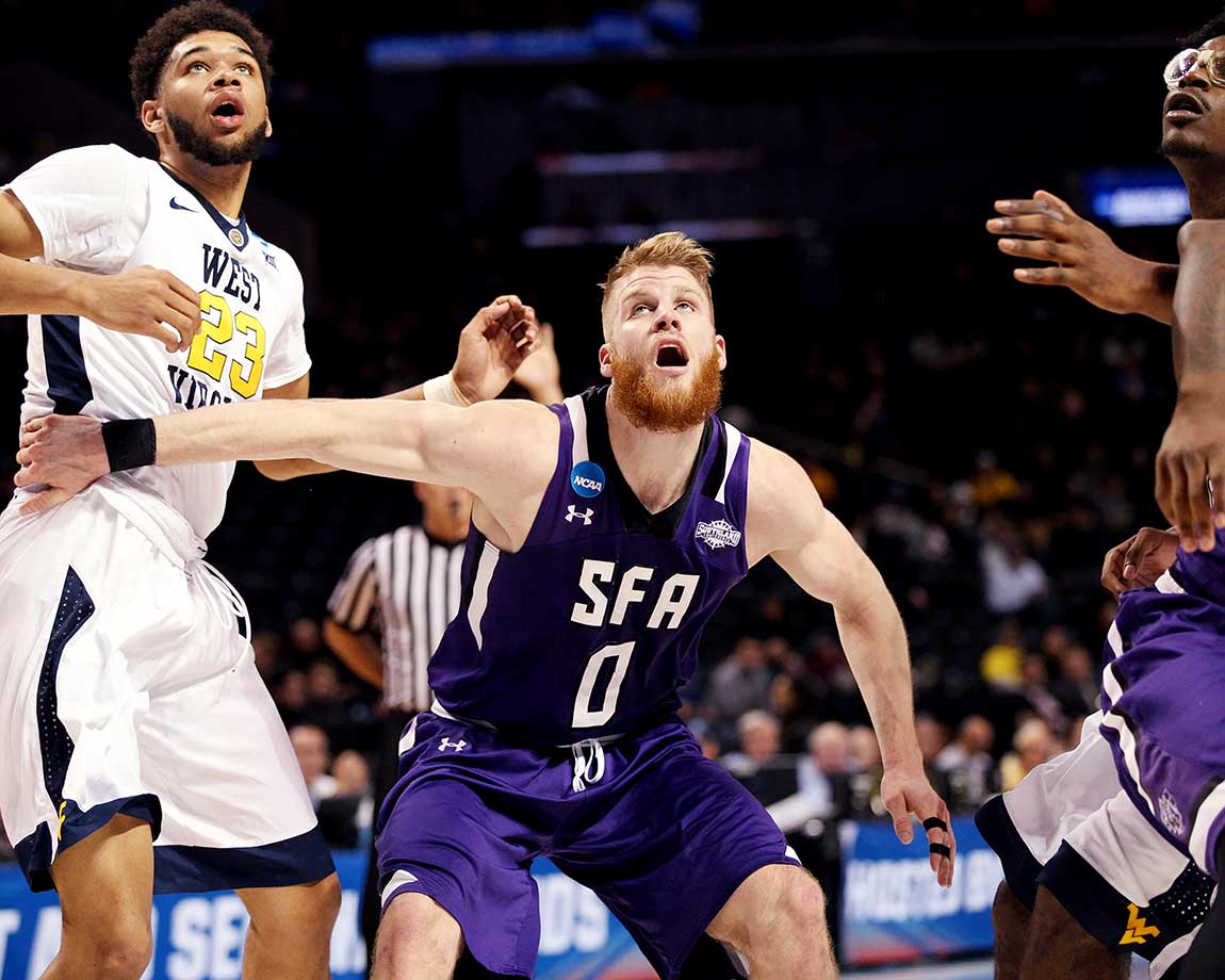 Thomas Walkup led Stephen F. Austin to its 21st consecutive win, the longest streak in the nation.