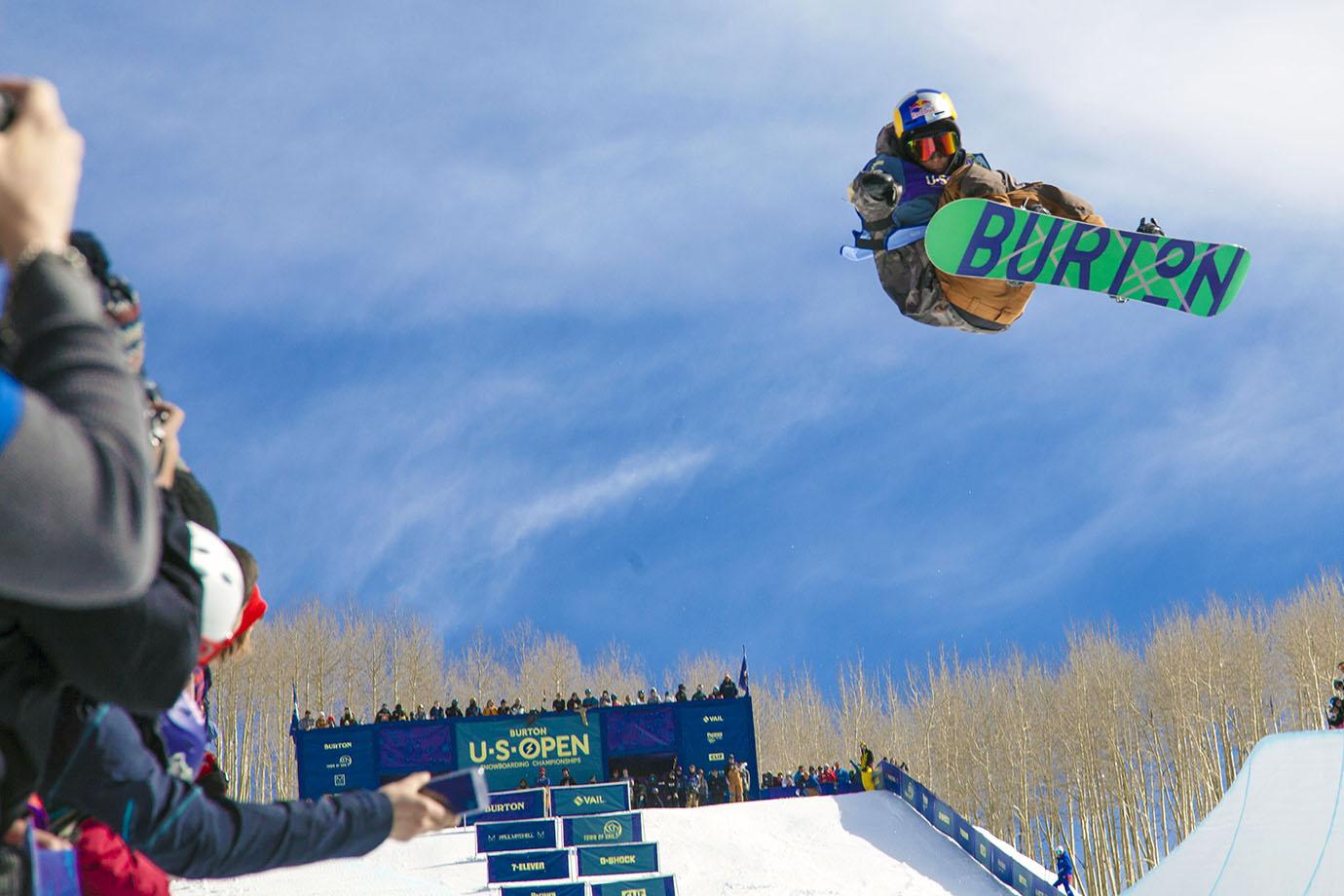 Taku Hiraoka takes third place in the men's snowboard final behind Ben Ferguson and Shaun White.