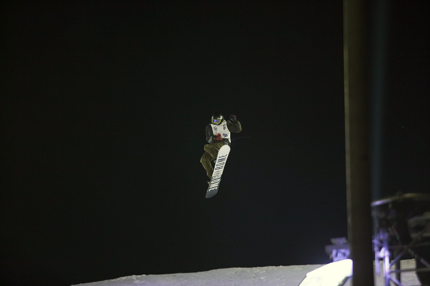 Eric Willet just manages to pull his board around on the 1260 in time to stick the landing. McMorris's injury did not deter the riders from doing big on the jump, despite the hard landing.
