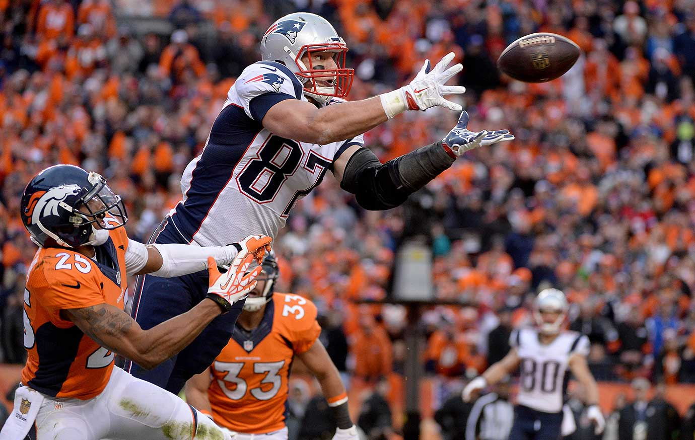 Rob Gronkowski broke free from double coverage in the back of the end zone on fourth down to score a touchdown that brought the Patriots within a two-point conversion of forcing overtime.