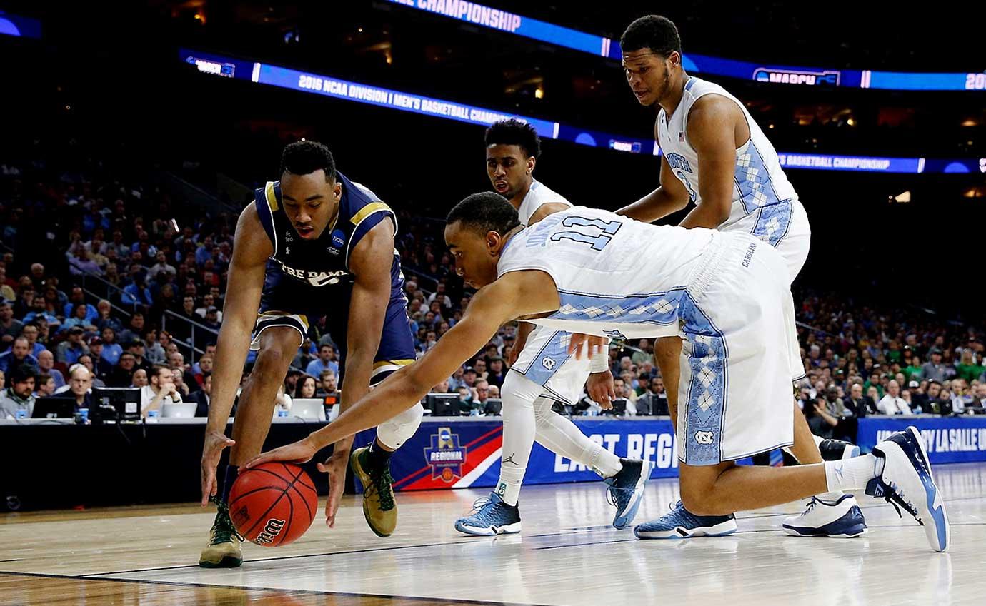 Brice Johnson of the North Carolina Tar Heels makes a play on the ball.