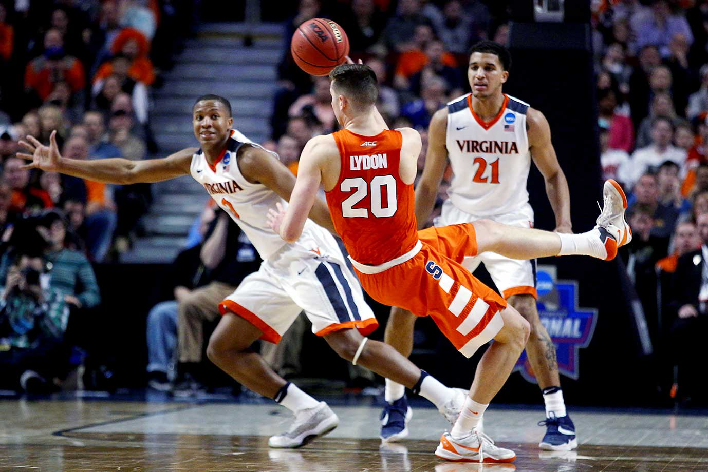 Tyler Lydon of Syracuse looses his shoe while making a pass against Virginia.