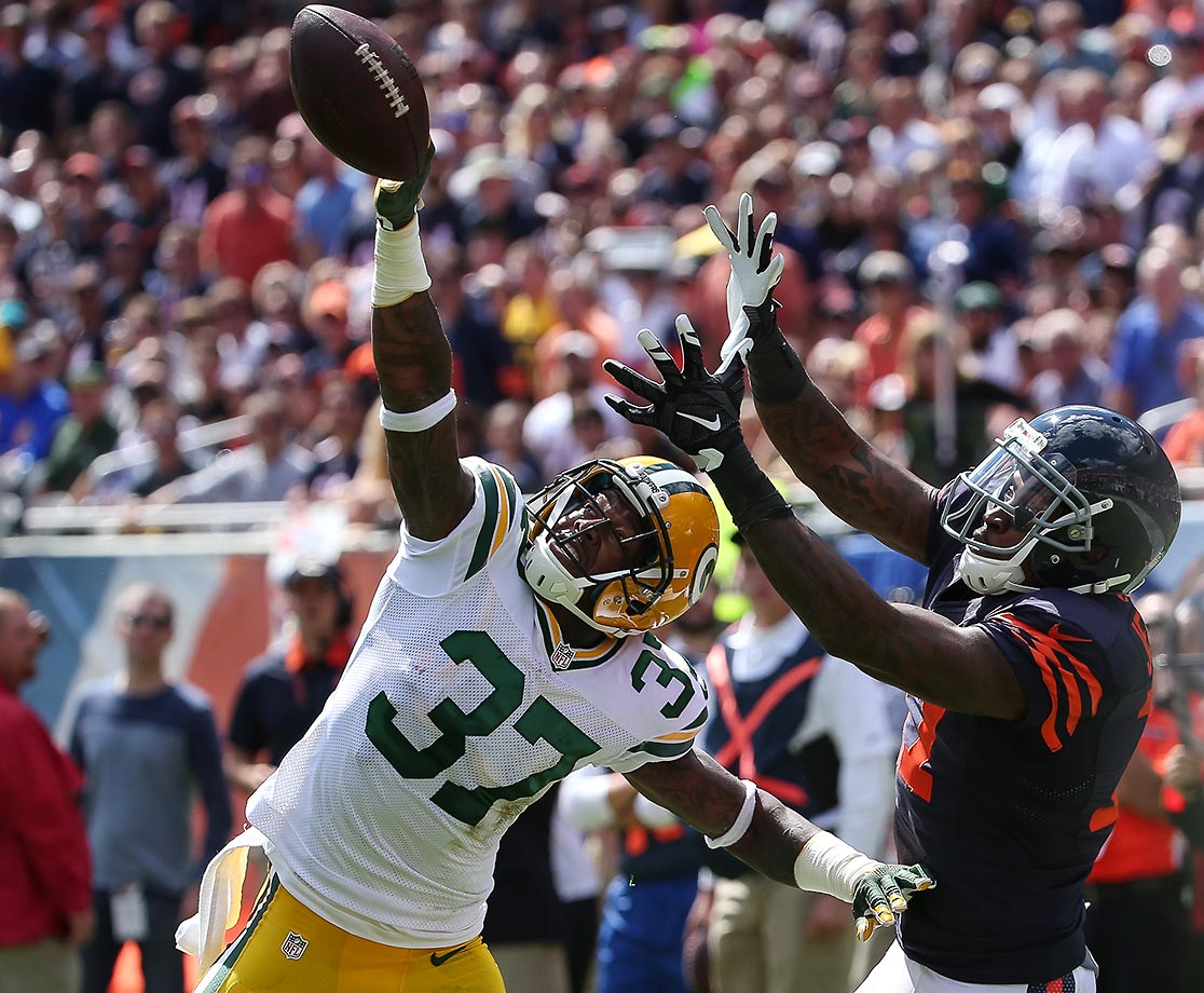 Sam Shields tips the football away from Alshon Jeffery.