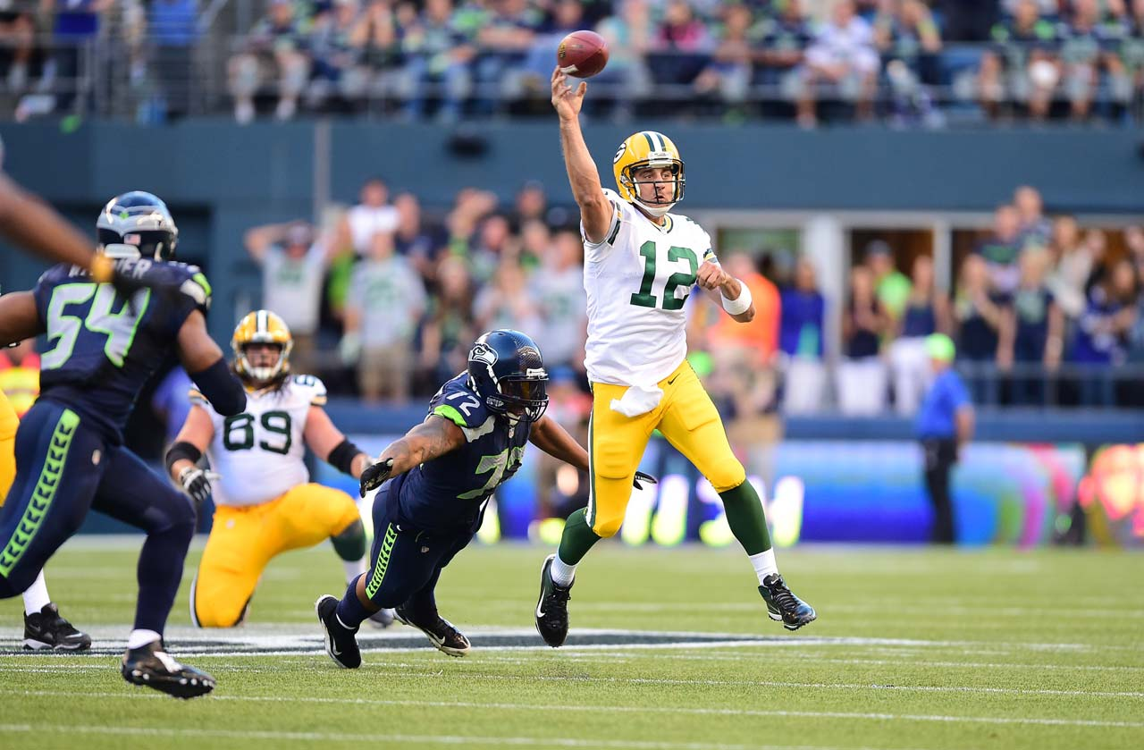 Aaron Rodgers completed 17 of 25 passes for 123 yards in the first half.
