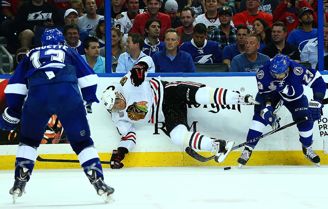 Marian Hossa takes a spill.