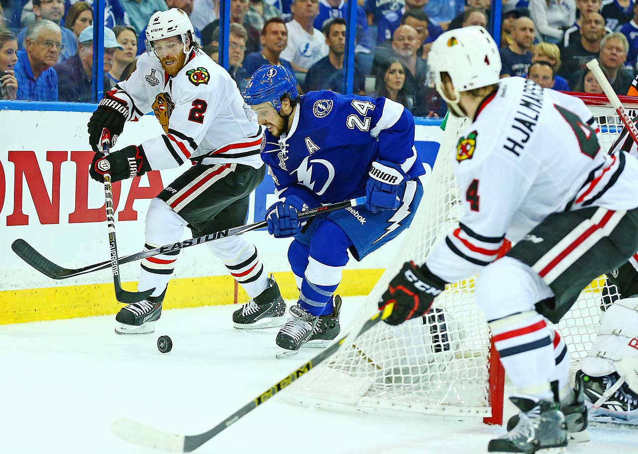 Ryan Callahan of the Lightning and Duncan Keith of the Blackhawks.