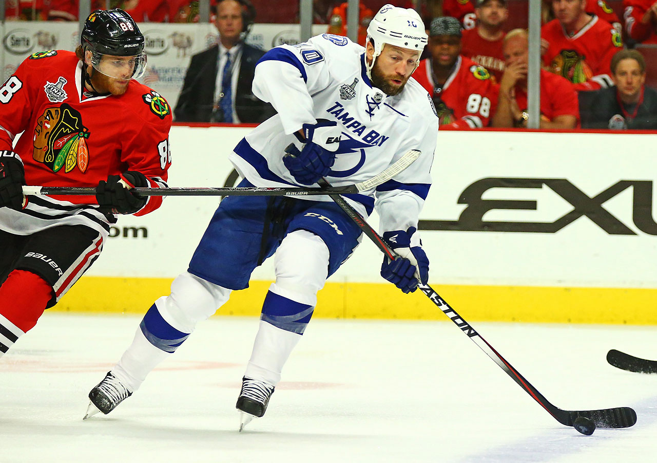Tampa Bay left winger Brenden Morrow controls the puck.