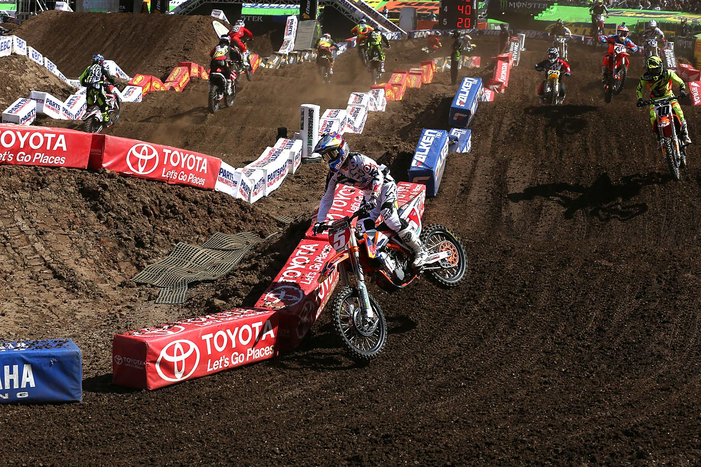 Dungey turns around a bend at Metlife Stadium.