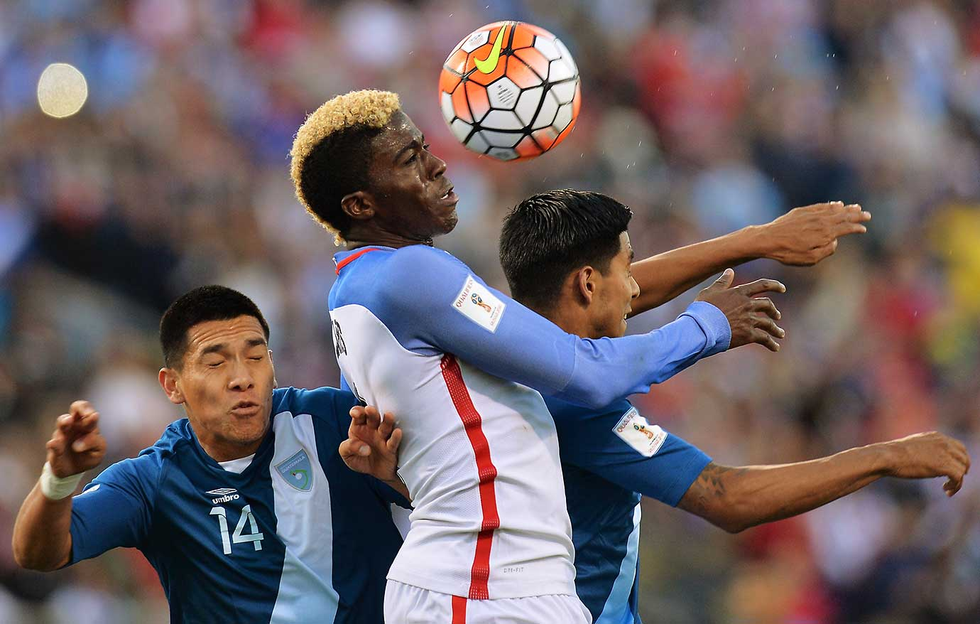 Gyasi Zardes of the U.S. gets control of the ball around Rafael Morales and Moises Hernandez of Guatemala.