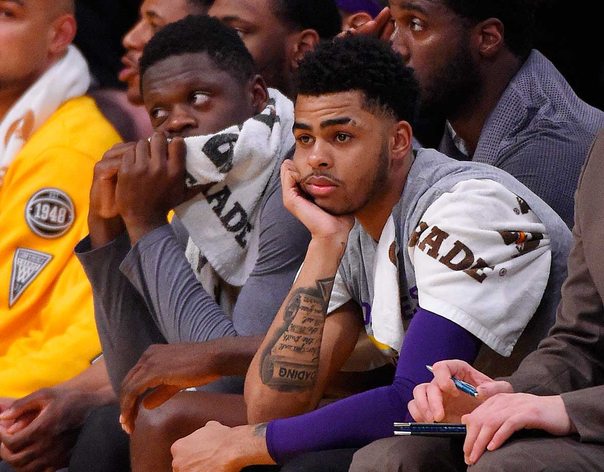Julius Randle (left) sits next to Lakers guard D'Angelo Russell during the game against the Miami Heat.