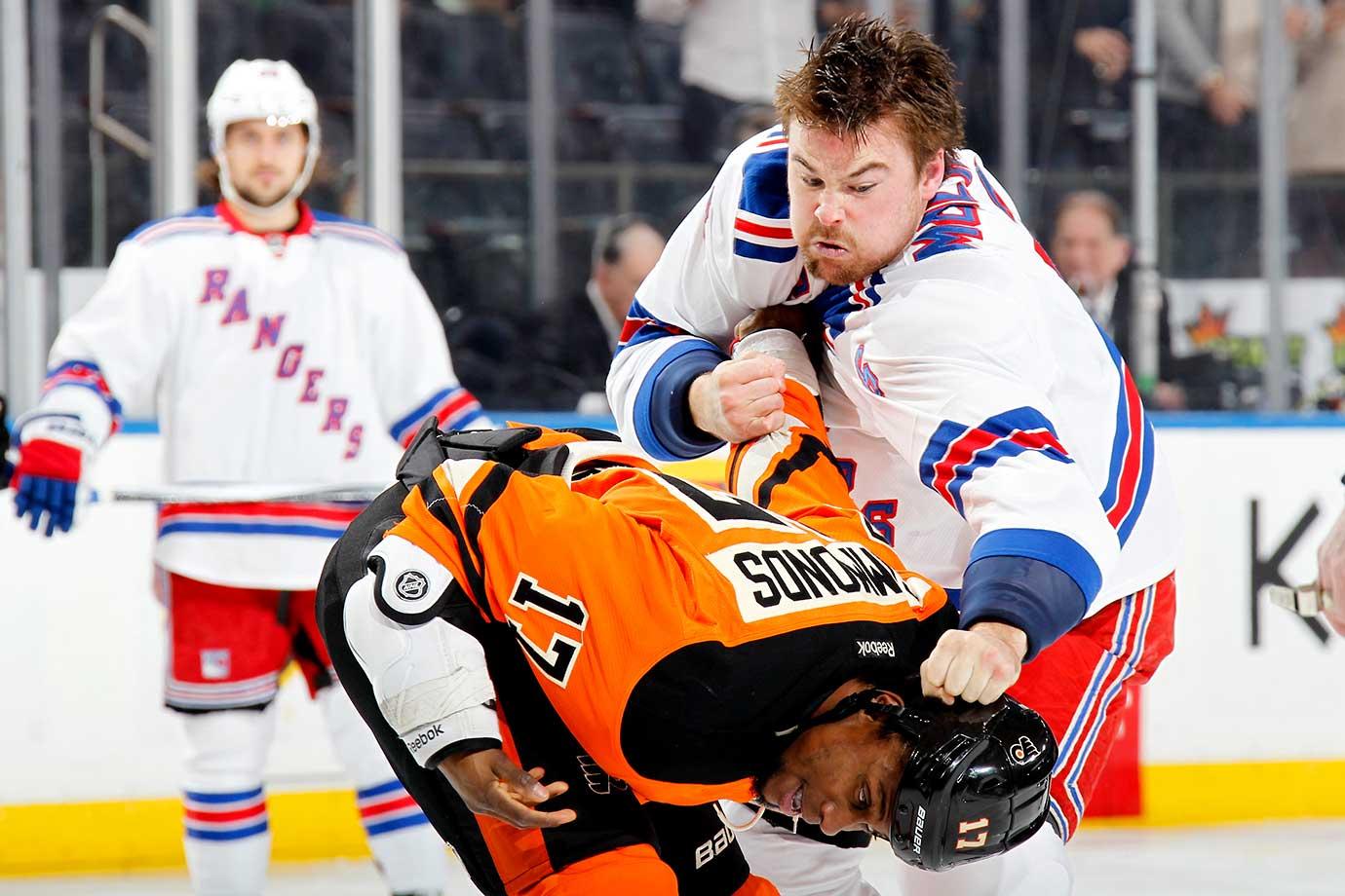 Dylan McIlrath of the New York Rangers fights Wayne Simmonds of the Philadelphia Flyers.