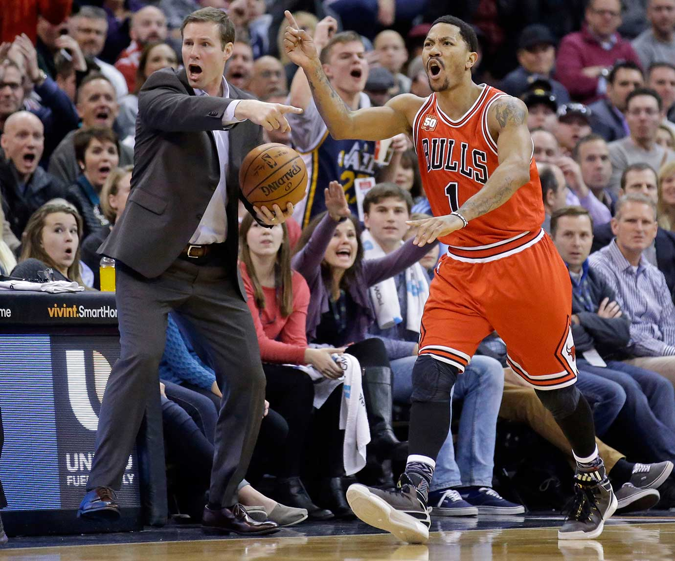 Chicago Bulls head coach Fred Hoiberg reacts with Derrick Rose after turning the ball over to the Utah Jazz during overtime in Salt Lake City. The Jazz won 105-96.