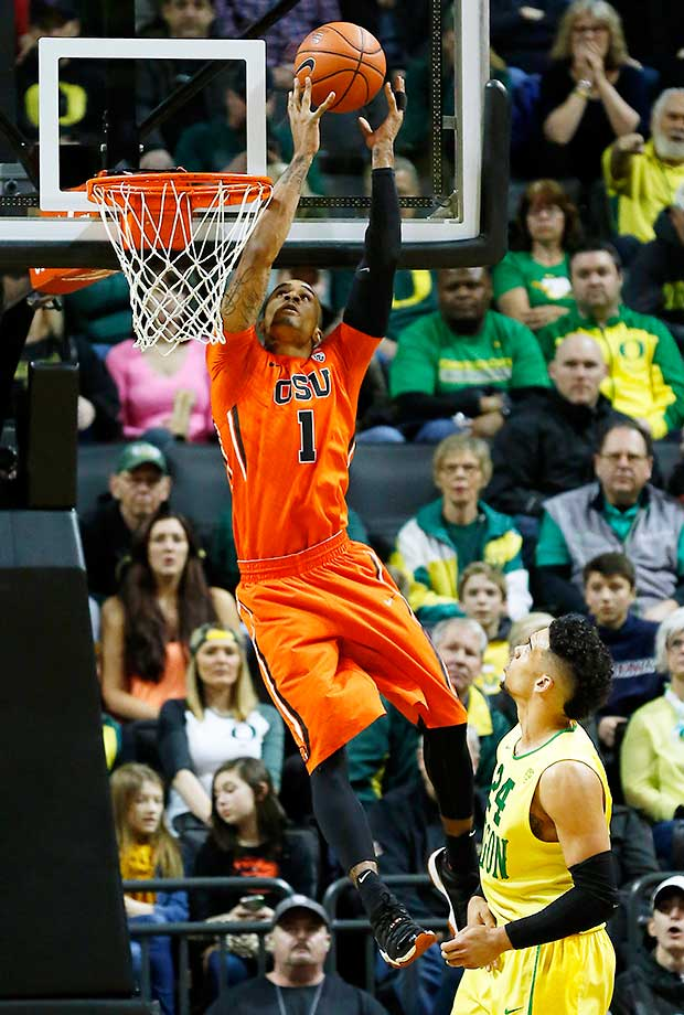 Oregon State's Gary Payton II catches an alley-oop pass over Oregon's Dillon Brooks.
