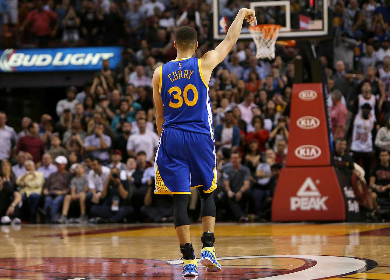 Stephen Curry heads down court after hitting a clutch 3-pointer in the fourth quarter of a 118-112 win over Miami.
