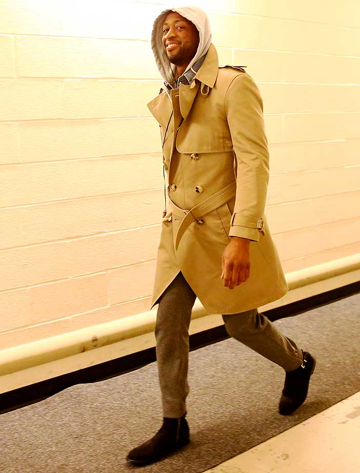 Dwyane Wade arrived to the game against the New York Knicks in this outfit and then ... (see next frame)