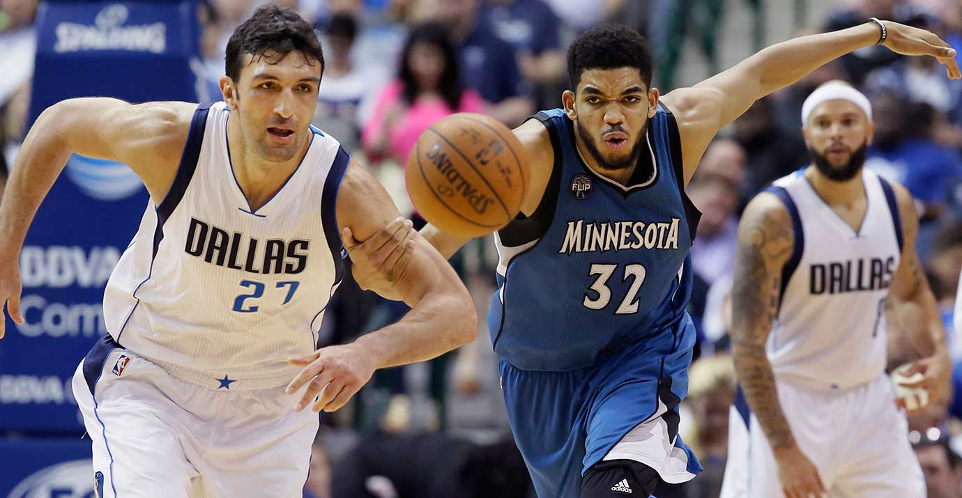 Minnesota's Karl-Anthony Towns and Dallas Mavs center Zaza Pachulia chase a loose ball.