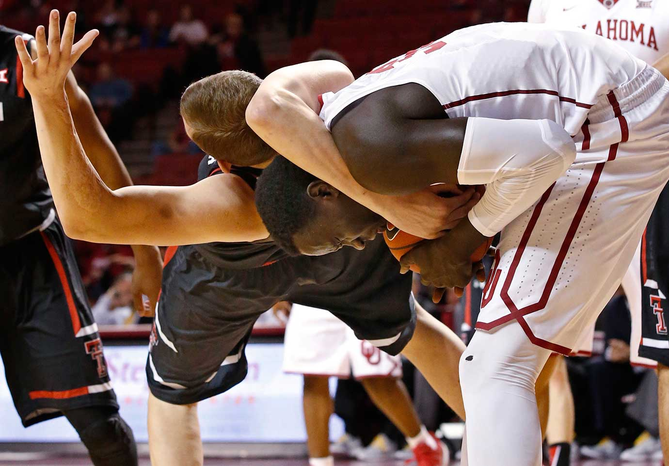 Texas Tech forward Rokas Ulvydas gets tangled up with Oklahoma center Akolda Manyang in Norman, Okla. Oklahoma won 91-67.