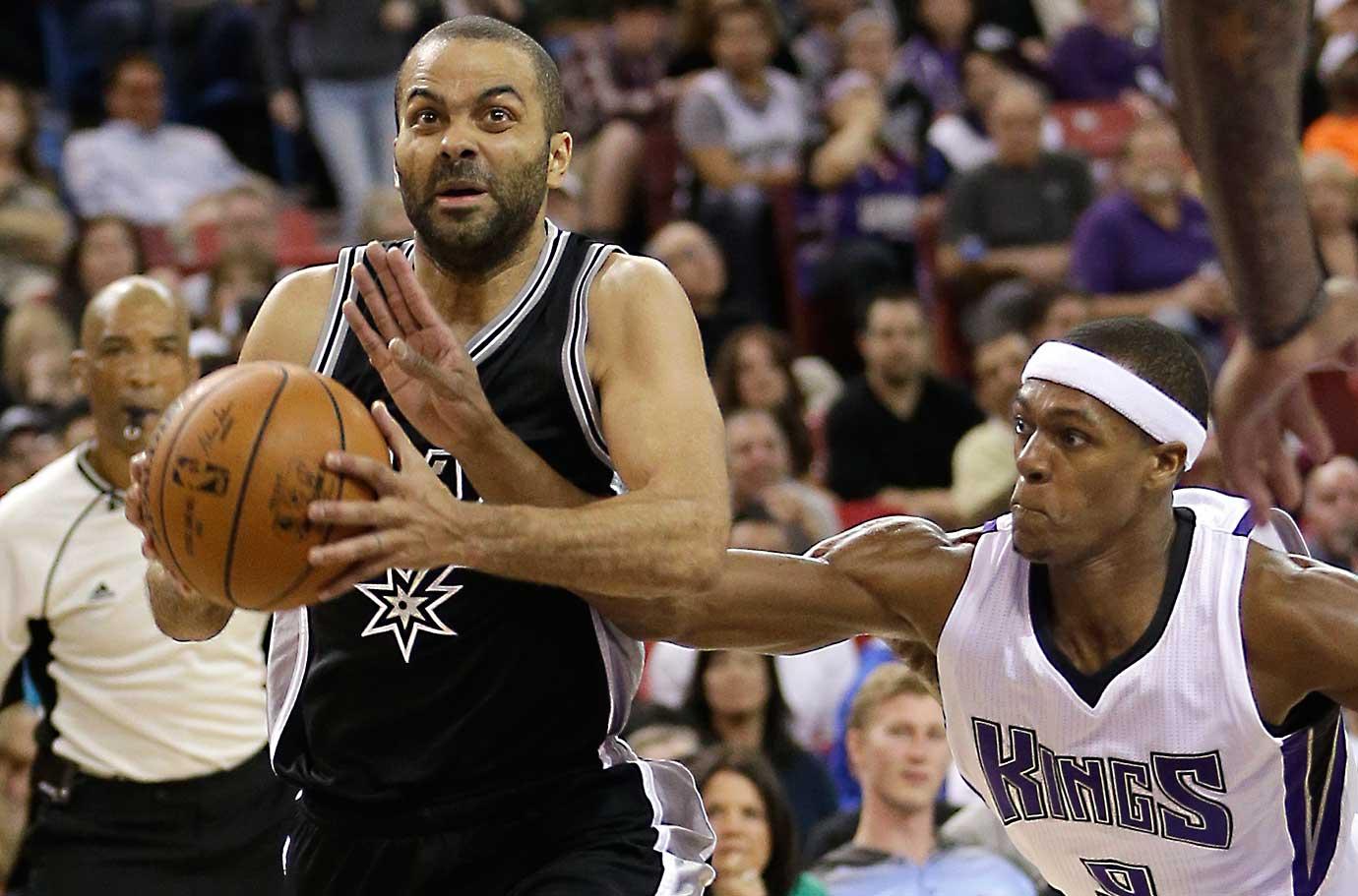 Sacramento Kings guard Rajon Rondo knocks the ball from San Antonio guard Tony Parker.