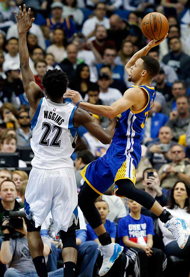 Here are some of the images that caught our eye on Monday, March 21, beginning with Steph Curry going up for two of his 24 points as Golden State avoided back-to-back losses by defeating Minnesota 109-104.
