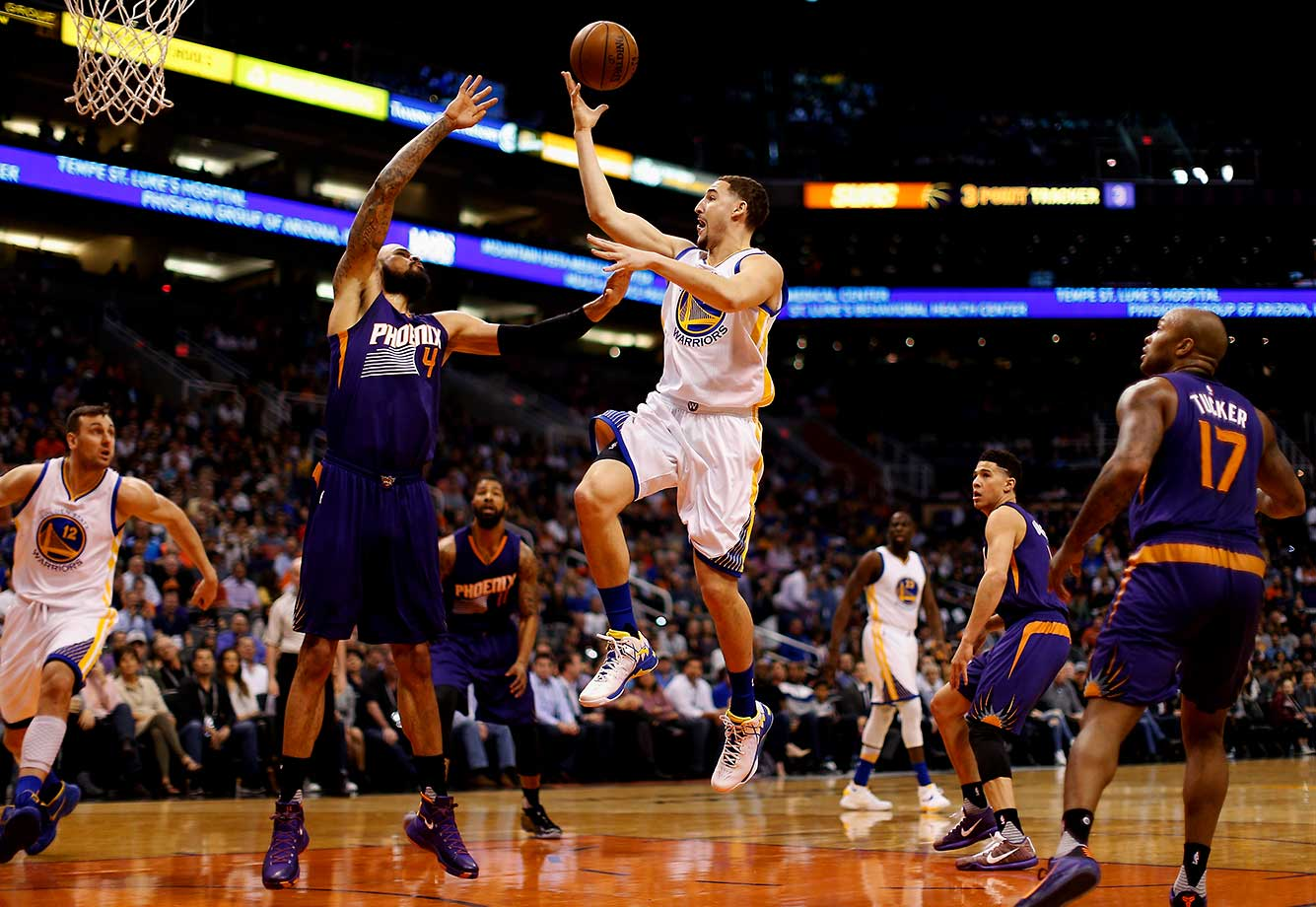 Klay Thompson of Golden State puts up a shot over Tyson Chandler of the Phoenix Suns.