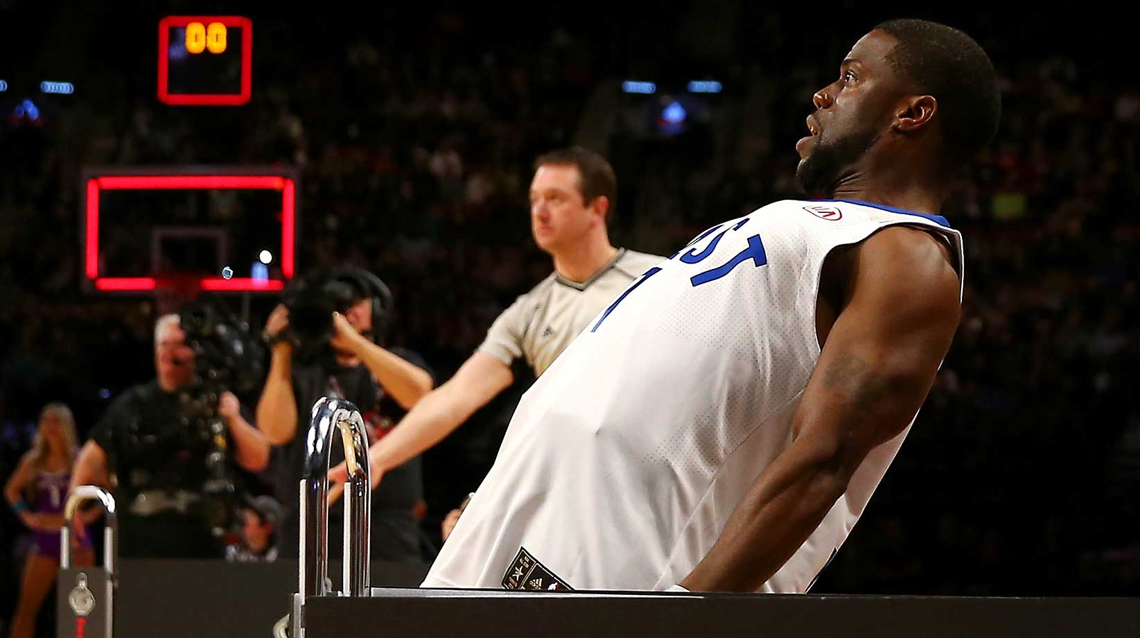Actor Kevin Hart reacts after making a basket in a three-point contest against Draymond Green of the Golden State Warriors.