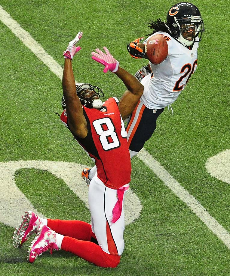 Tim Jennings  of the Chicago Bears breaks up a pass intended for Roddy White  of the Atlanta Falcons.