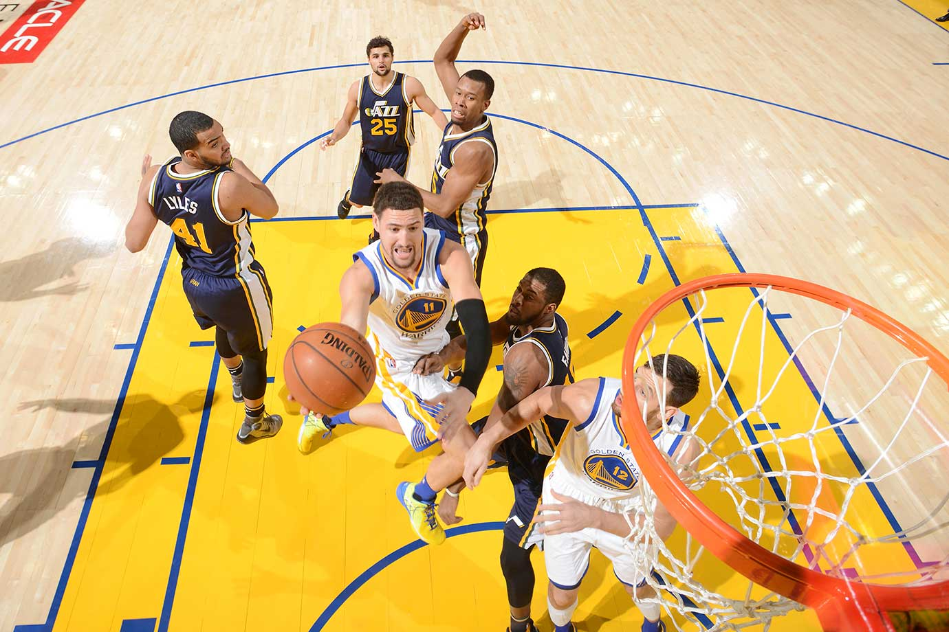 Klay Thompson drives to the basket for two of his team-high 20 points against the Utah Jazz.