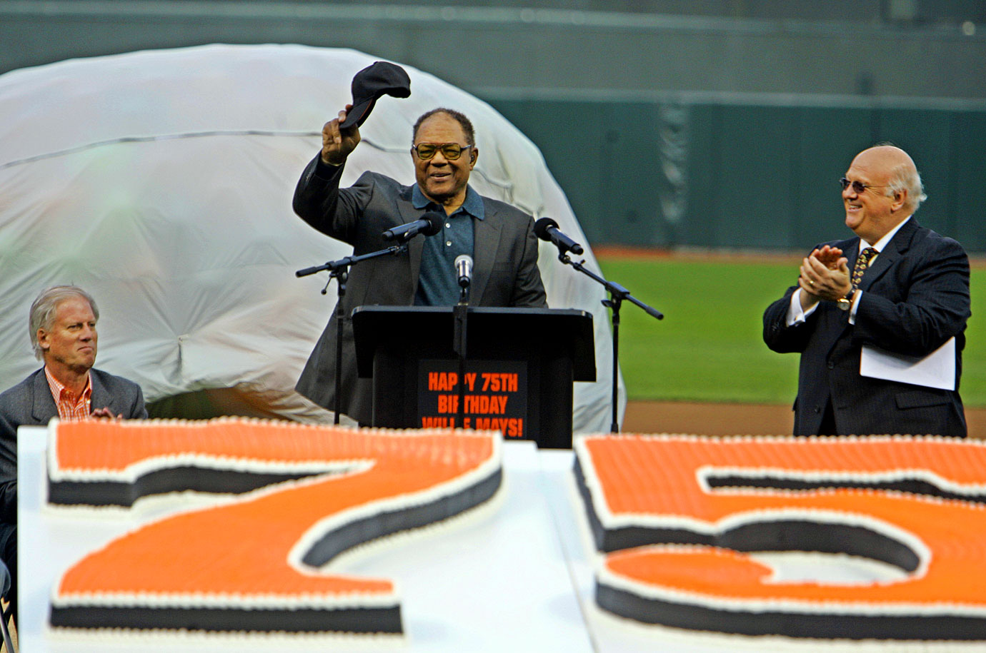 Former Giants acknowledges the crowd in front of his massive birthday cake.