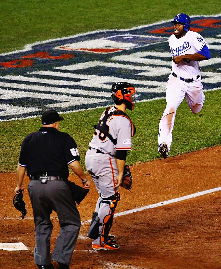 The Kansas City Royals evened the World Series at 1-1 on a night when they scored five runs in the 6th inning, including this one by Lorenzo Cain that made it a 3-2 game.