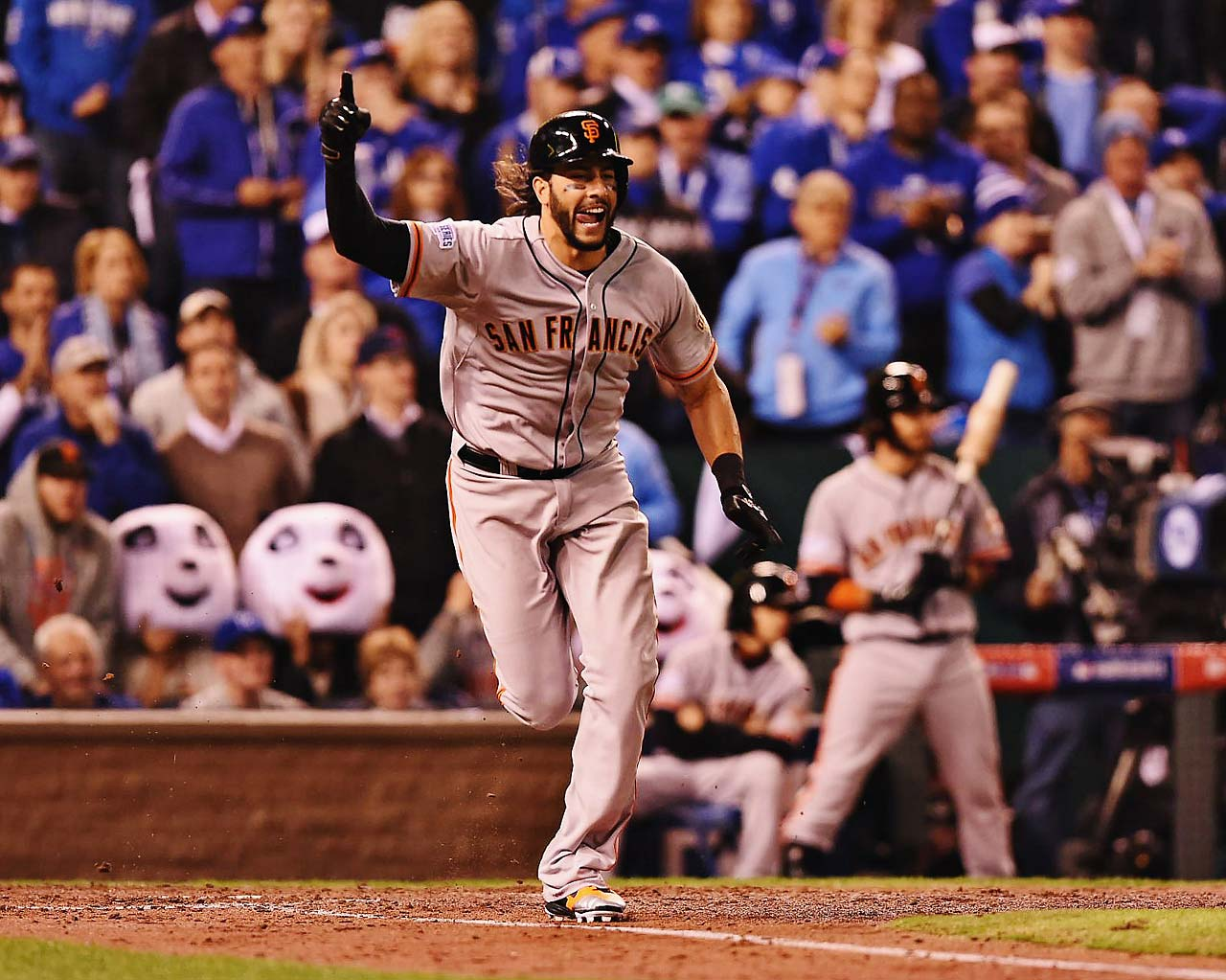 Michael Morse reacts after hitting a run-scoring single in the fourth inning to give the Giants their 3-2 lead.