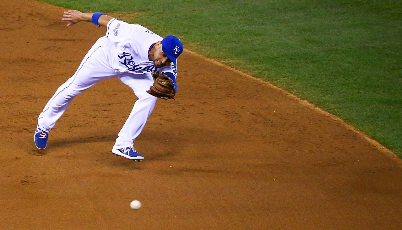 Omar Infante struggles to get to a ball.