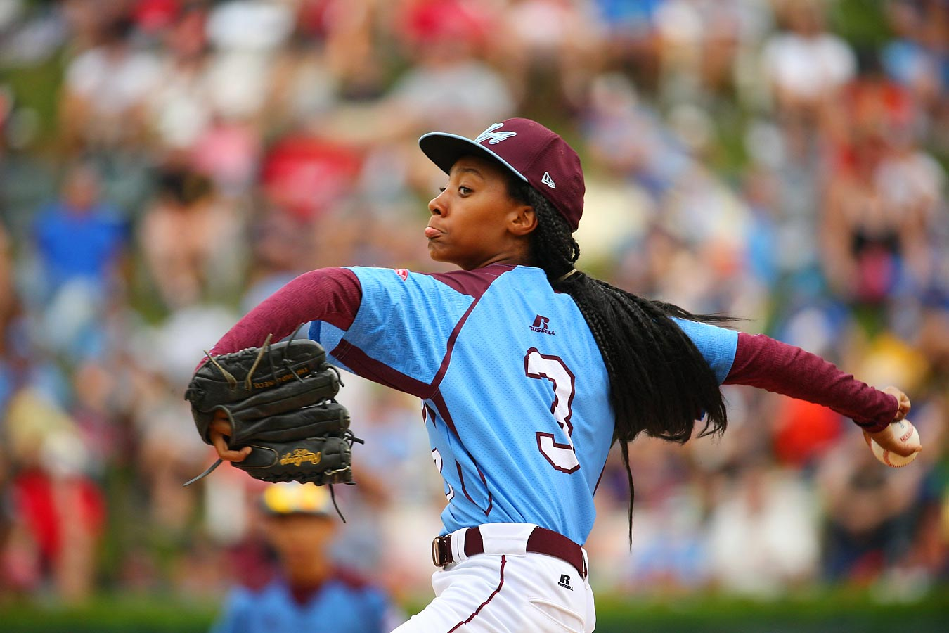 Little League star Mo'ne Davis throws a pitch against the Southeast Region team from Nashville.