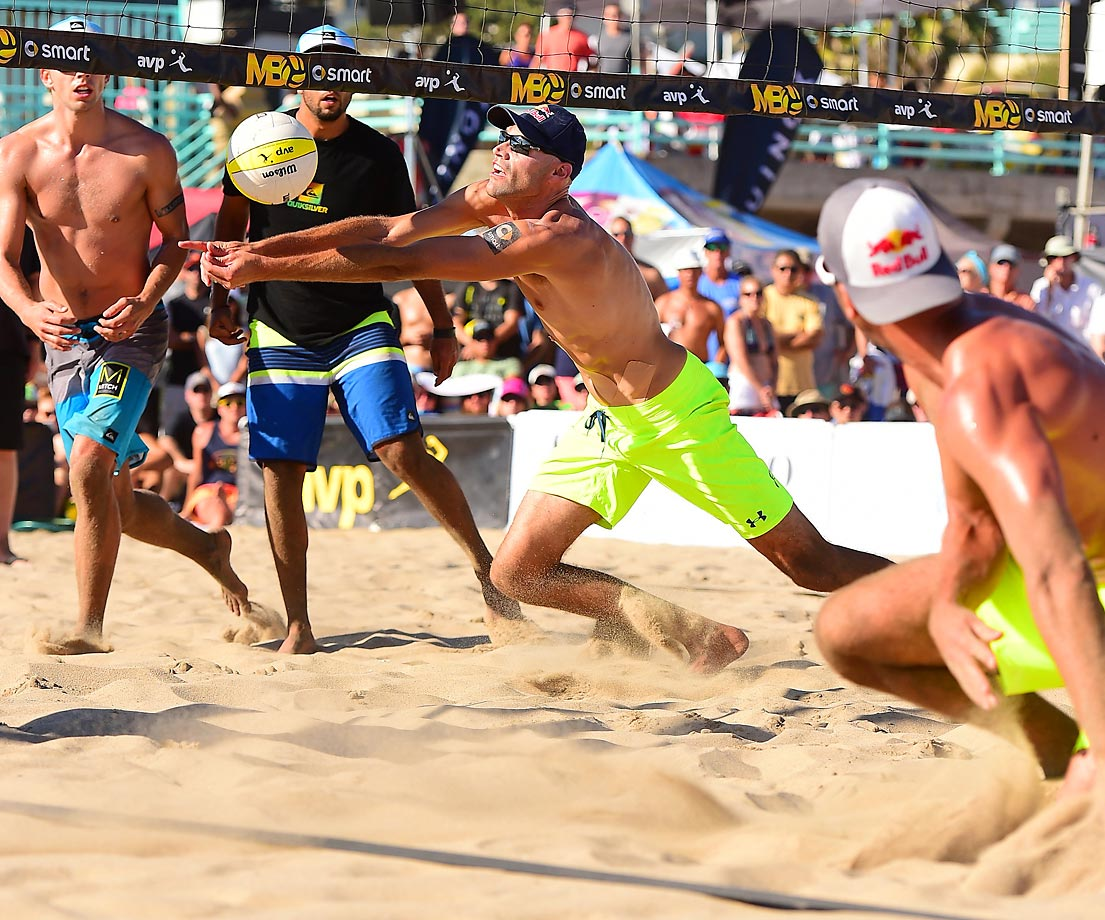 Phil Dalhausser and Sean Rosenthal scrap for a point.