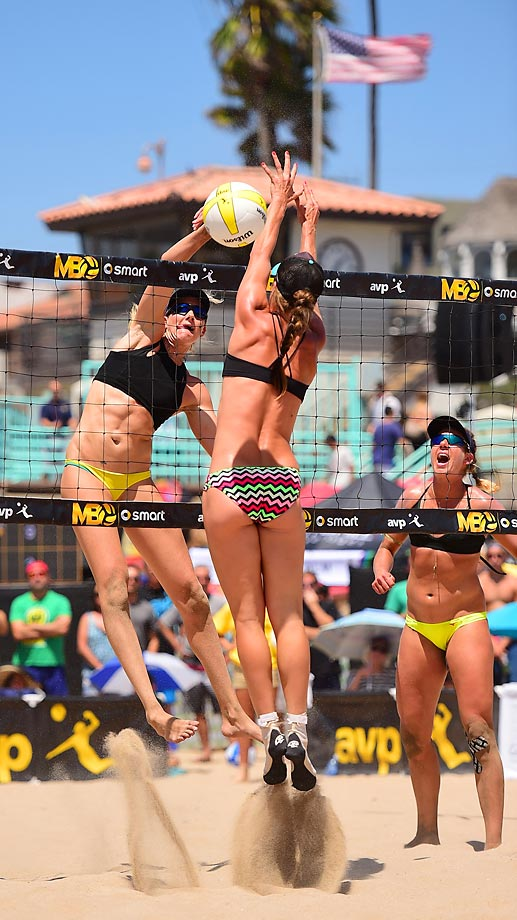 Kerri Walsh Jennings spikes her way to an undefeated weekend the Open championship with April Ross.
