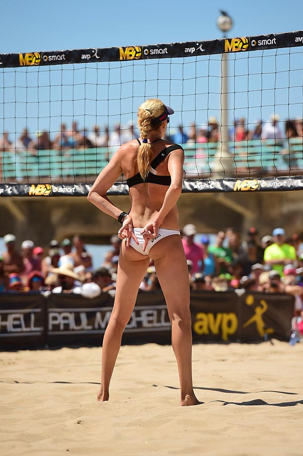 Kerri Walsh Jennings signals the play for partner/server April Ross.