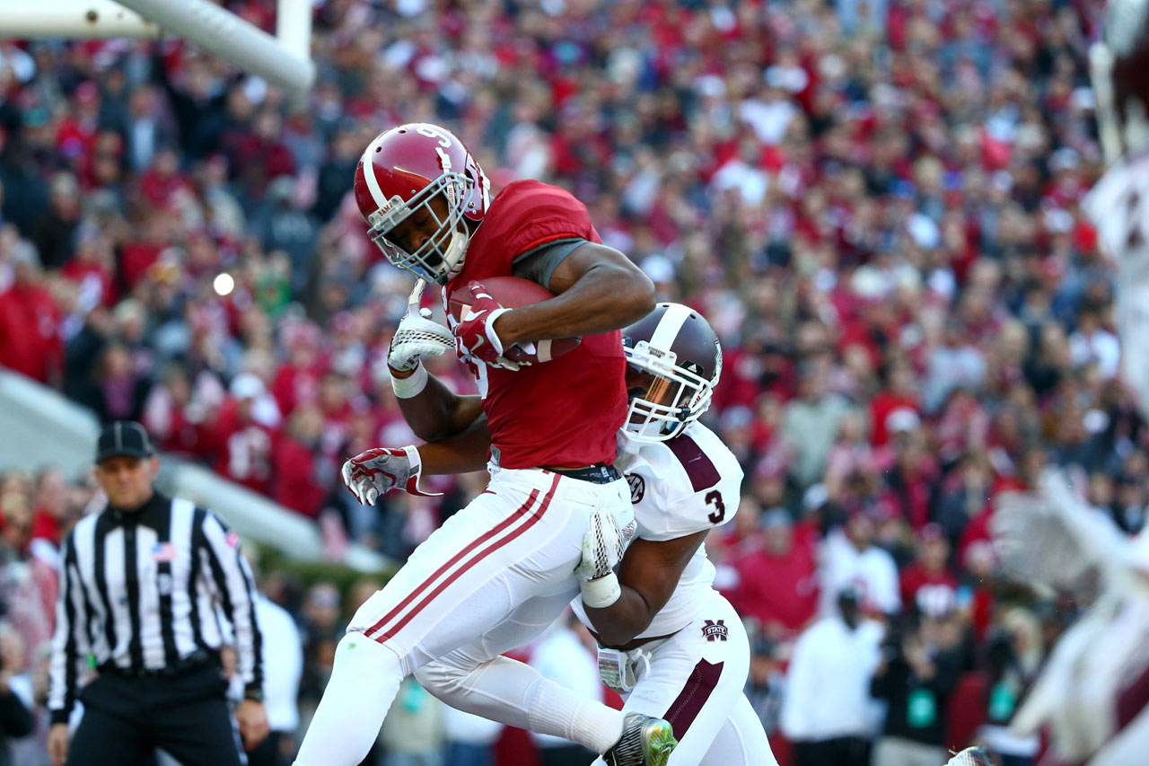 Amari Cooper catches a four-yard touchdown in the second quarter against Mississippi State.