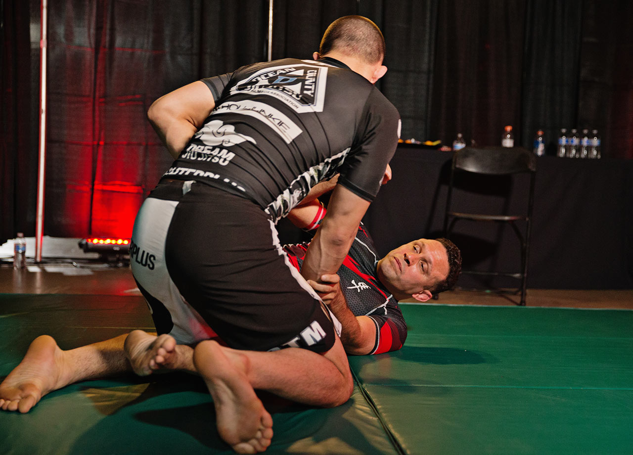 Renzo warms up with Garry Tonon.