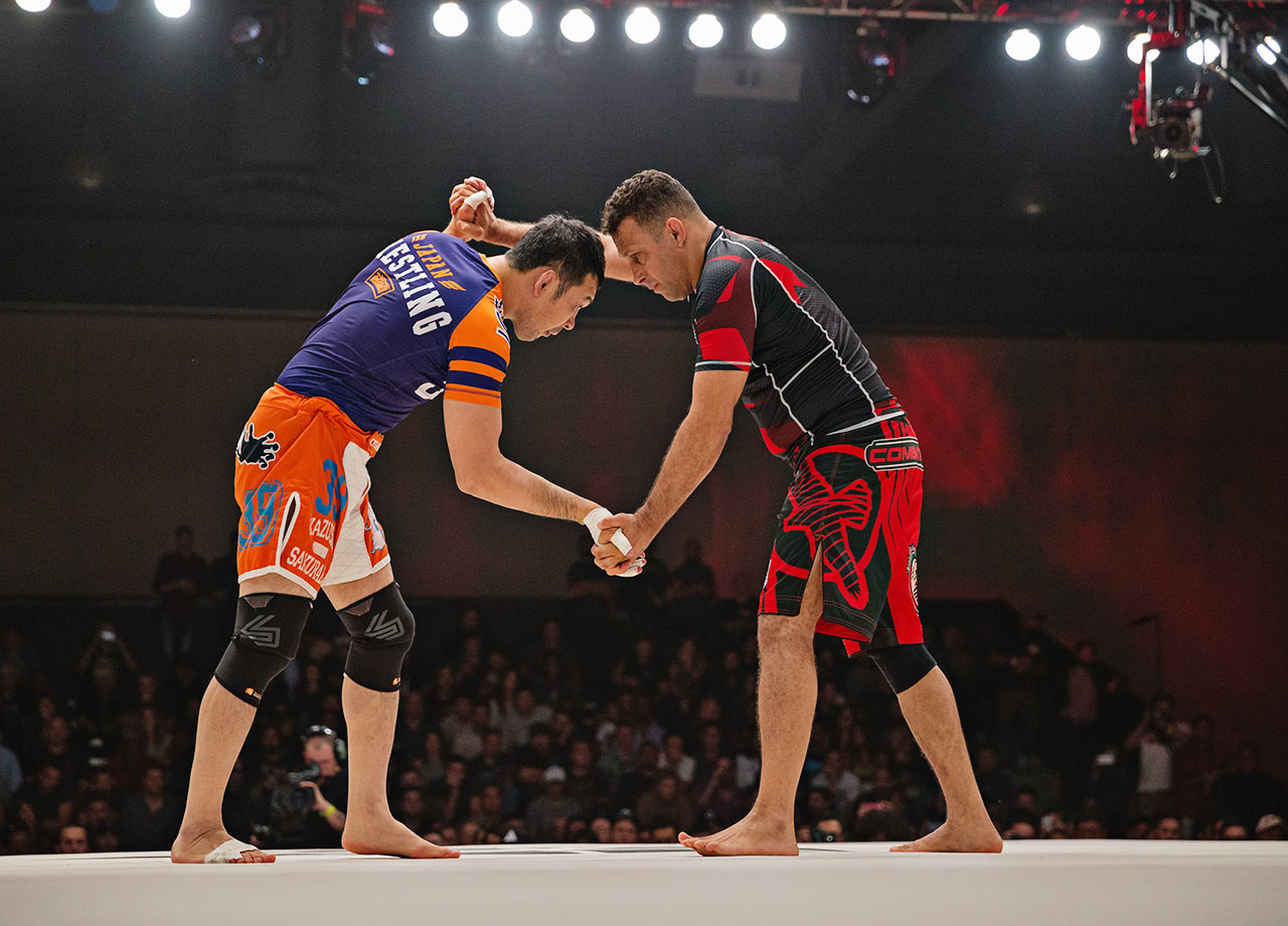 The match begins between Renzo Gracie and Kazushi Sakuraba