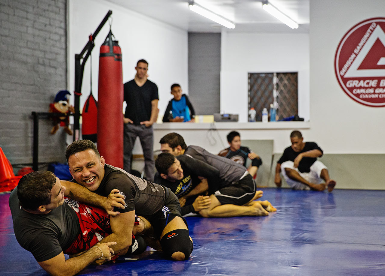 The day before his match, Rezno enjoys some light training with friends.