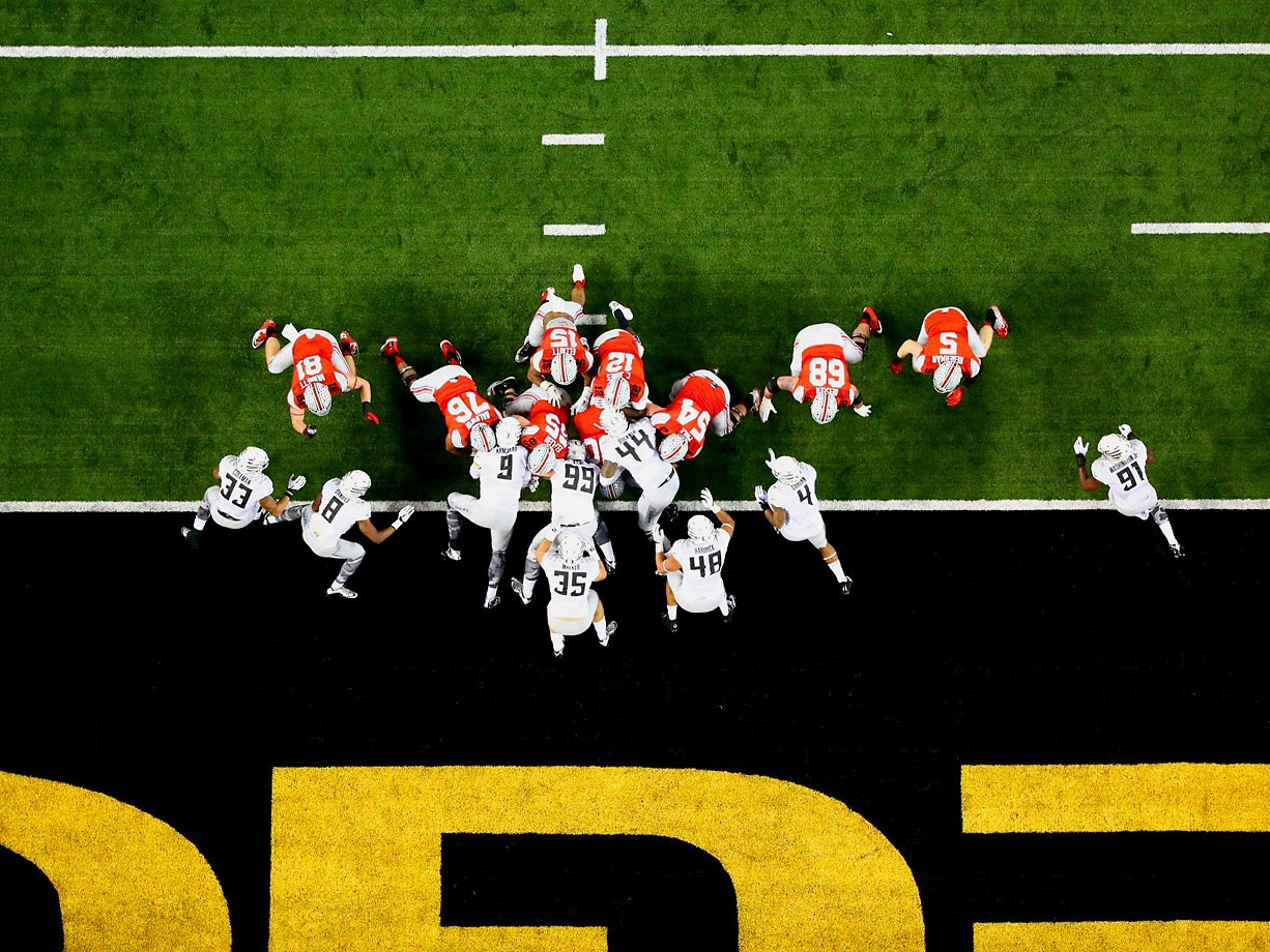 Ohio State lines up for a quarterback sneak at the one-yard line against the Oregon defense.