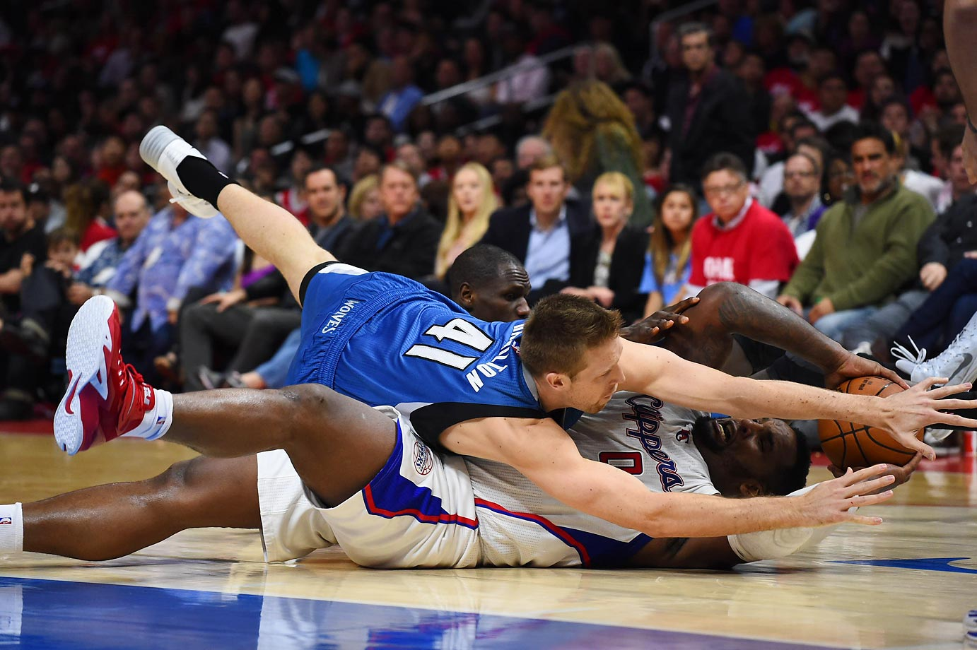 Justin Hamilton of the Timberwolves dives on top of Glen Davis of the Clippers in an attempt to get the ball.