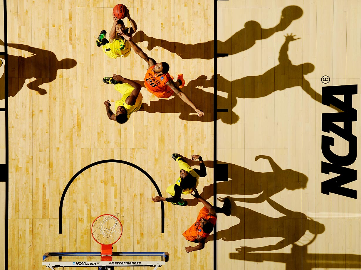 An overhead view of the Oregon-Oklahoma State game in the NCAA tournament.