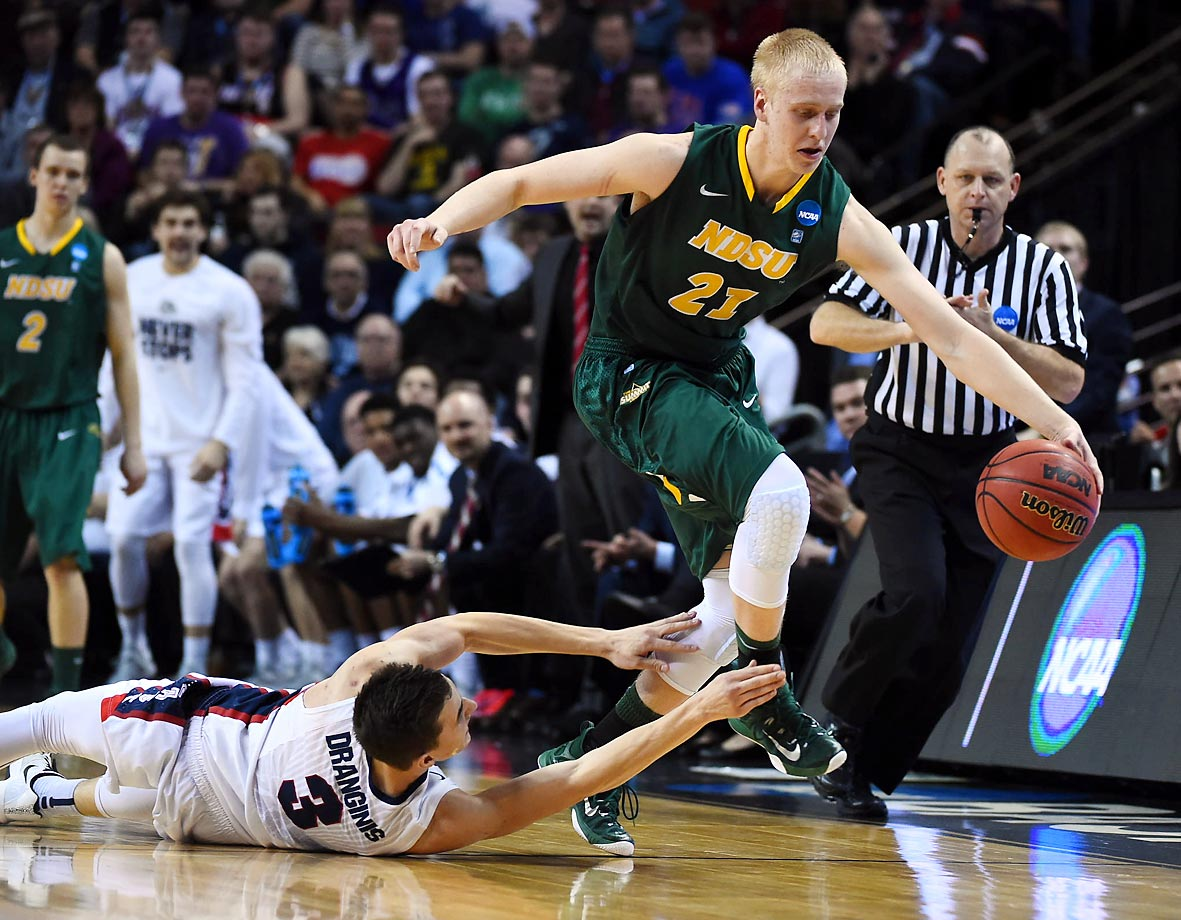 A North Dakota State player leaves a Gonzaga defender behind.
